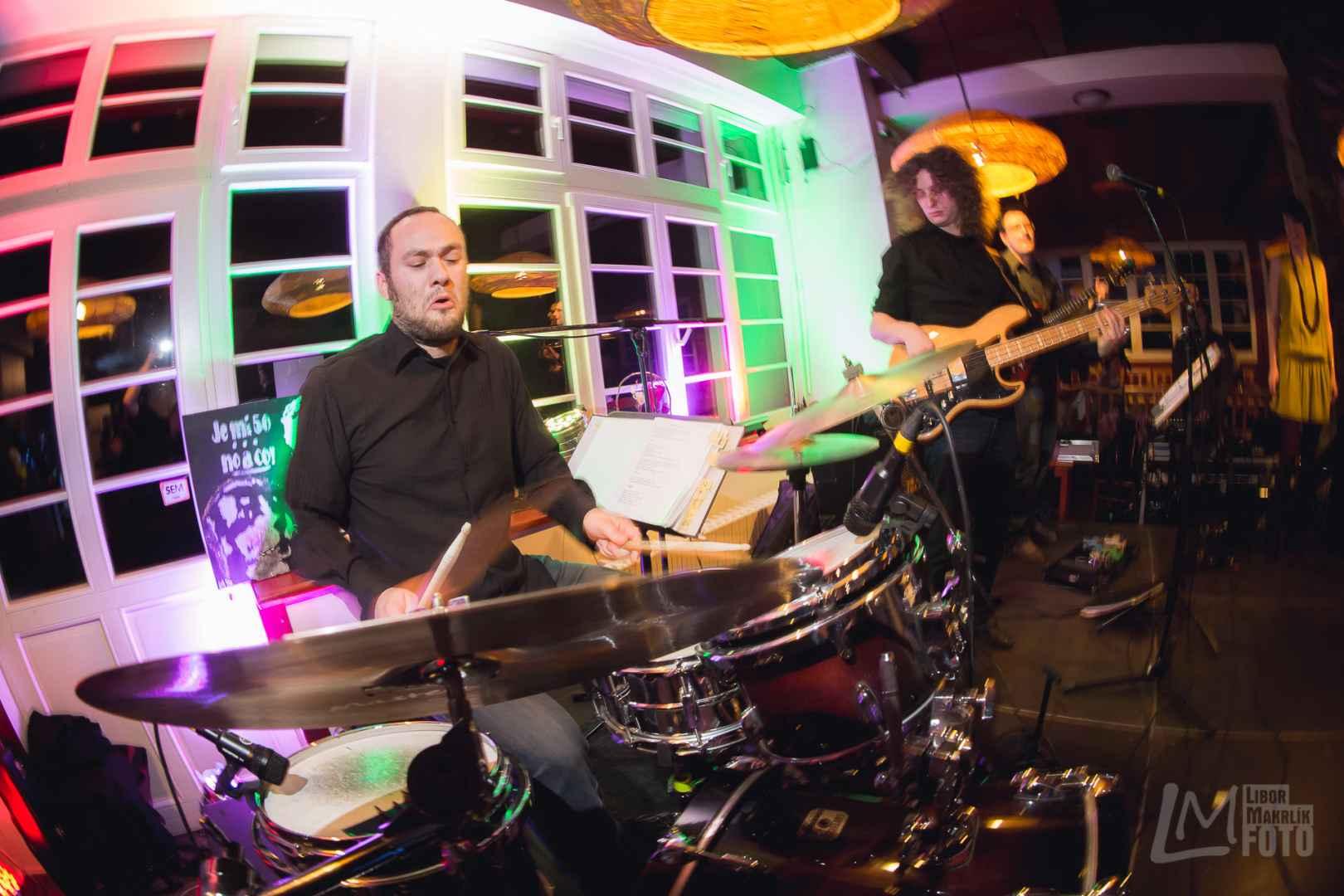 Disscover band živá hudba na firemní večírek